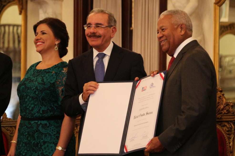 Entregan Premio Nacional de Periodismo a Osvaldo Santana