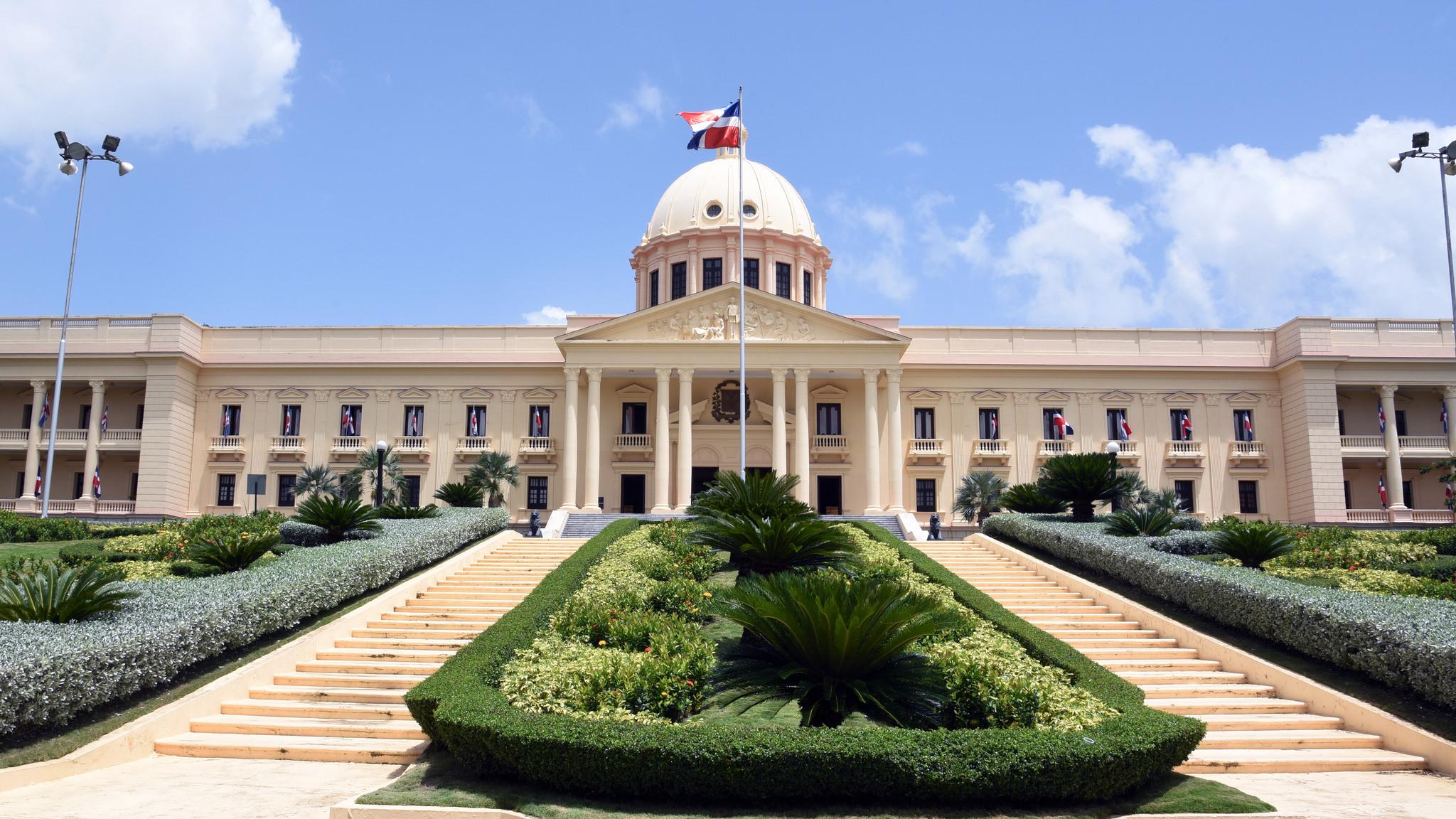 Presidente Medina dispone suspensión actividades en planteles desde el viernes por comicios