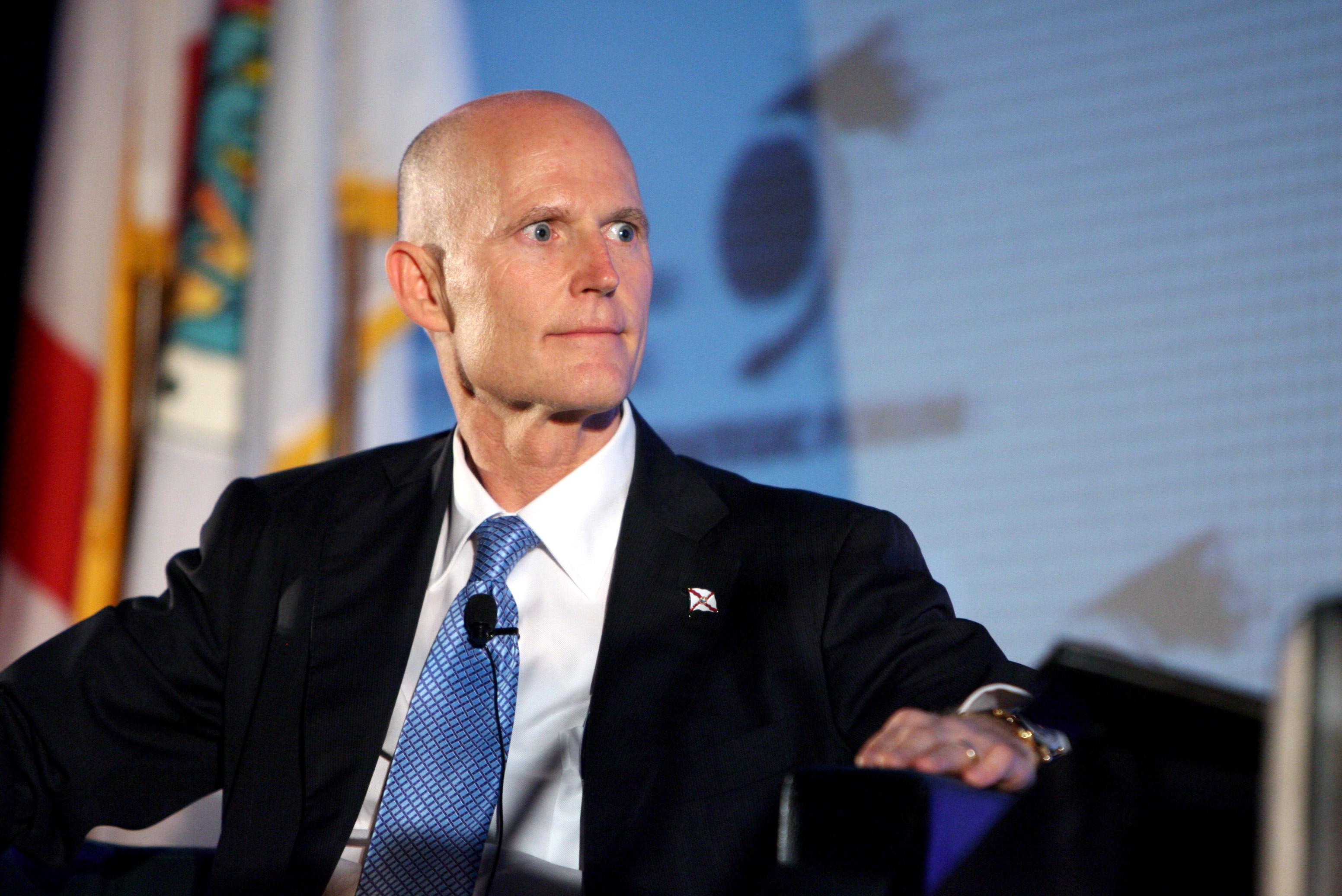 Gobernador de Florida pide la renuncia de un senador acusado de abuso sexual