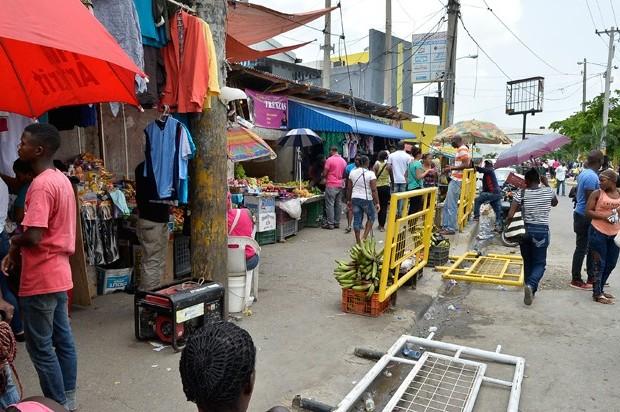 Buhoneros protestan por posible desalojo en SDN