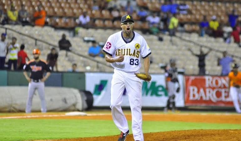 Águilas vencen Toros y siguen firmes en la cima del béisbol dominicano