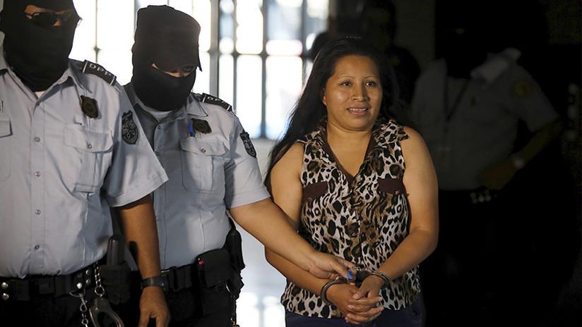 Ratifican condena de 30 años de cárcel a mujer por abortar en El Salvador