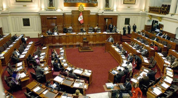 El Congreso de Perú debatirá el jueves pedido de destitución de Kuczynski