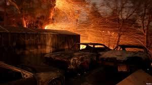 Incendios en EEUU dejan un muerto, 500 casas destruidas y miles de evacuados