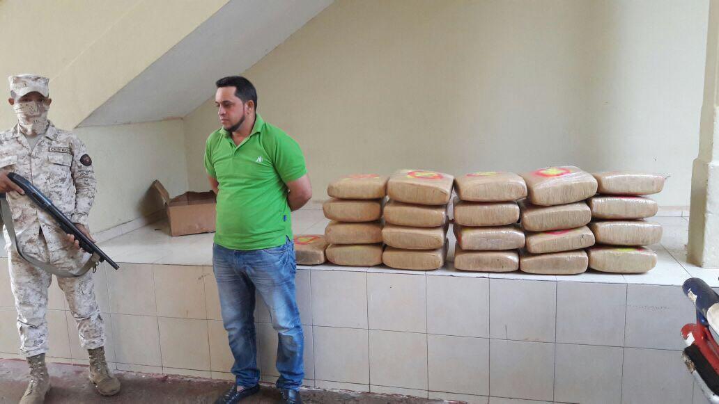 Apresan chófer de ambulancia cargado supuestamente de Marihuana en Dajabón