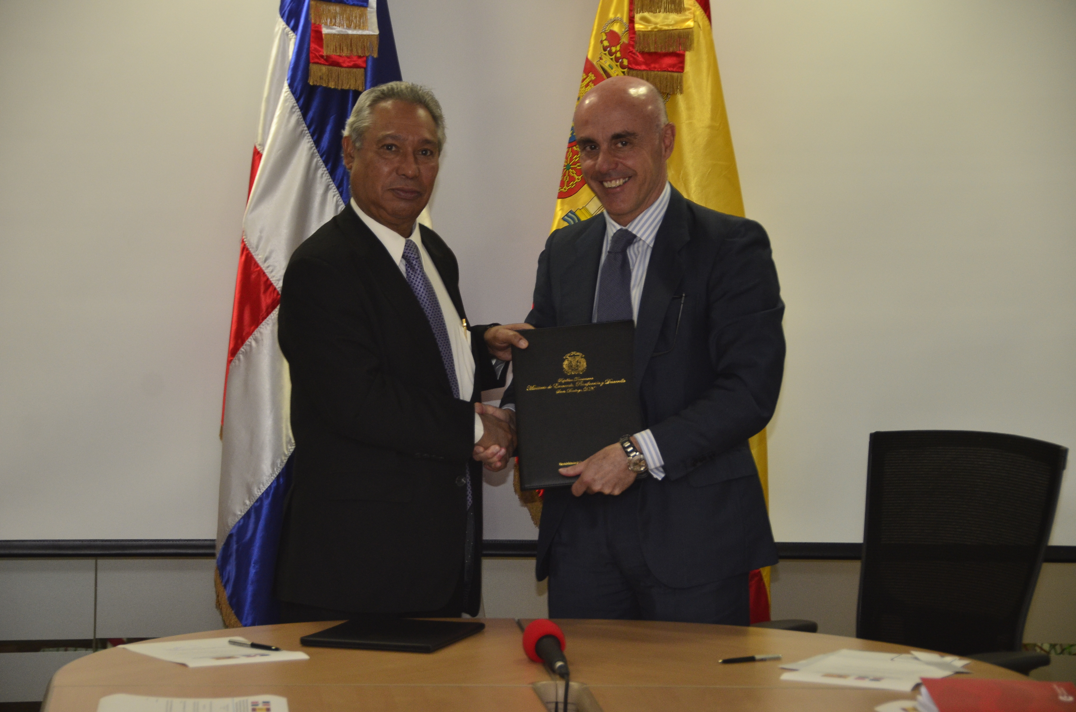 RD recibe de España US$ 15 millones para fortalecer sistema de cooperación