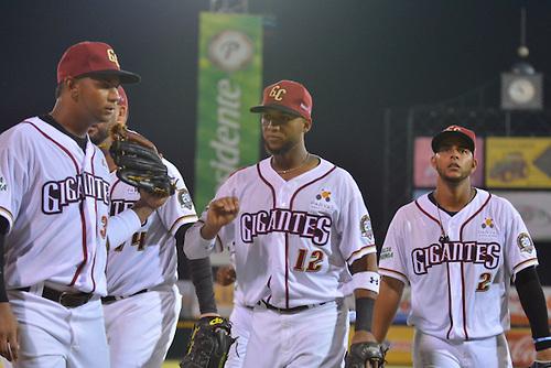 Gigantes aseguran al menos un empate en camino a semifinal del béisbol dominicano