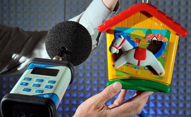 La amenaza que esconden algunos juguetes para el sistema auditivo
