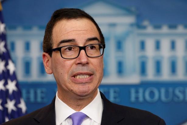Envían paquete con heces de caballo a casa del secretario del Tesoro de EEUU