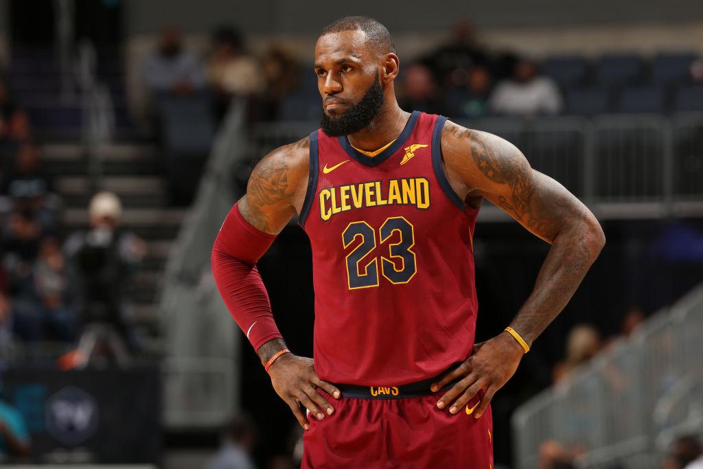James suma su triple-doble 60 en el triunfo de los Cavaliers