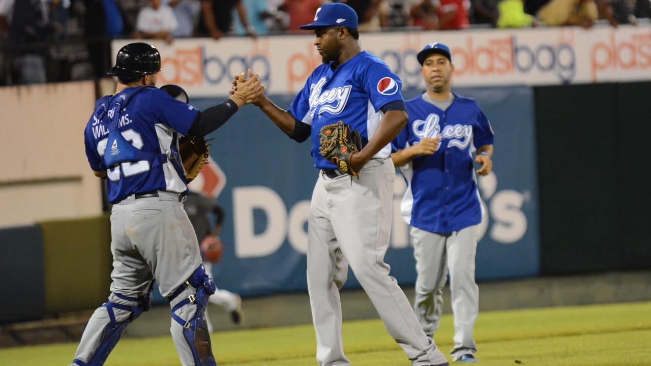 Leones del Escogido y Tigres del Licey complican la tabla en béisbol dominicano