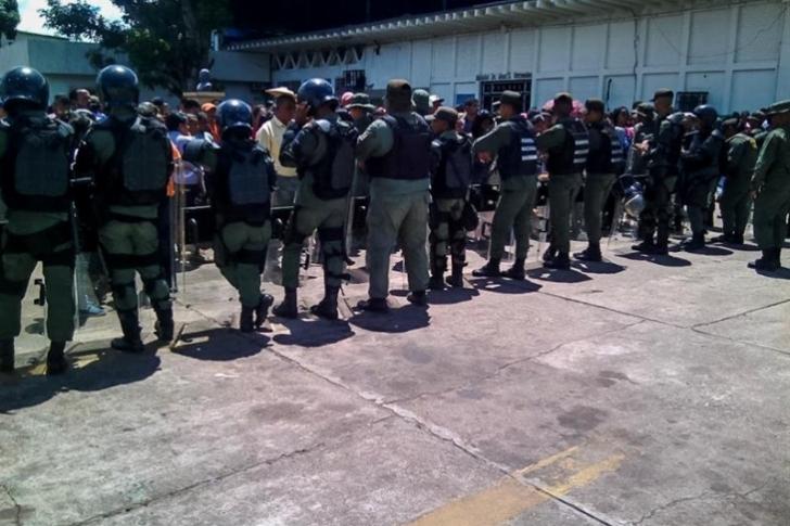 Escapan durante un traslado varios militares detenidos en Venezuela