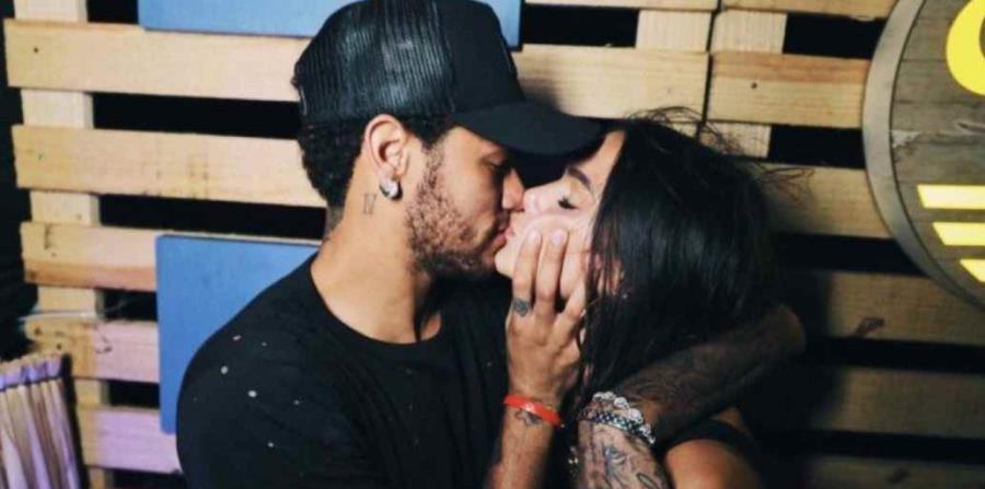 Neymar se divierte en isla brasileña y se reencuentra Bruna Marquezine