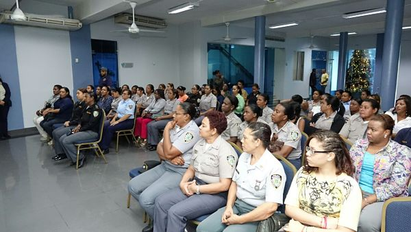 Mujeres policías son beneficiadasen jornada de mamografía gratuita