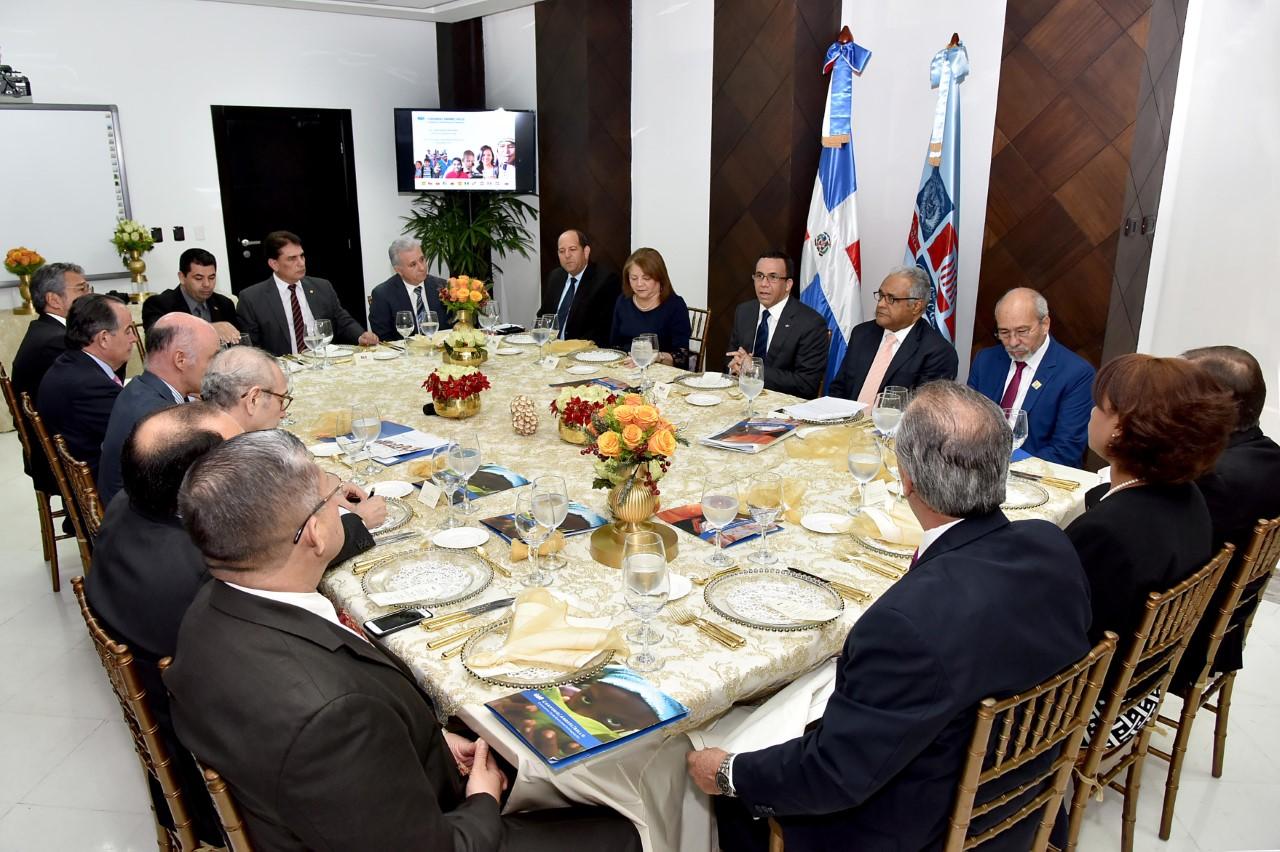 Navarro relanzará convenio Andrés Bello para homologar currículo en países de Iberoamérica