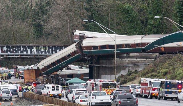 El tren descarrilado en EEUU circulaba a más del doble de velocidad permitida