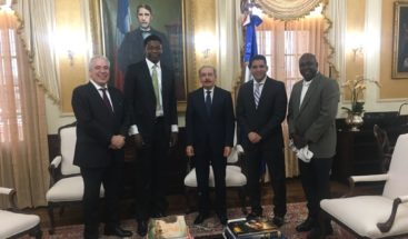 Presidente Medina recibe a basquetbolista dominicano Ángel Delgado