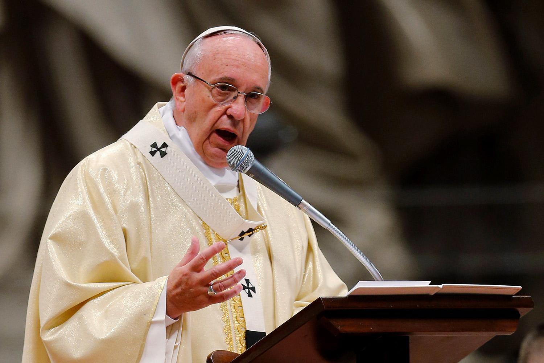 Papa: jóvenes se indignan por falta de condena a abusos sexuales