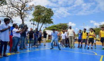 Ayuntamiento DN realiza actividades recreativas en Plaza Güibia