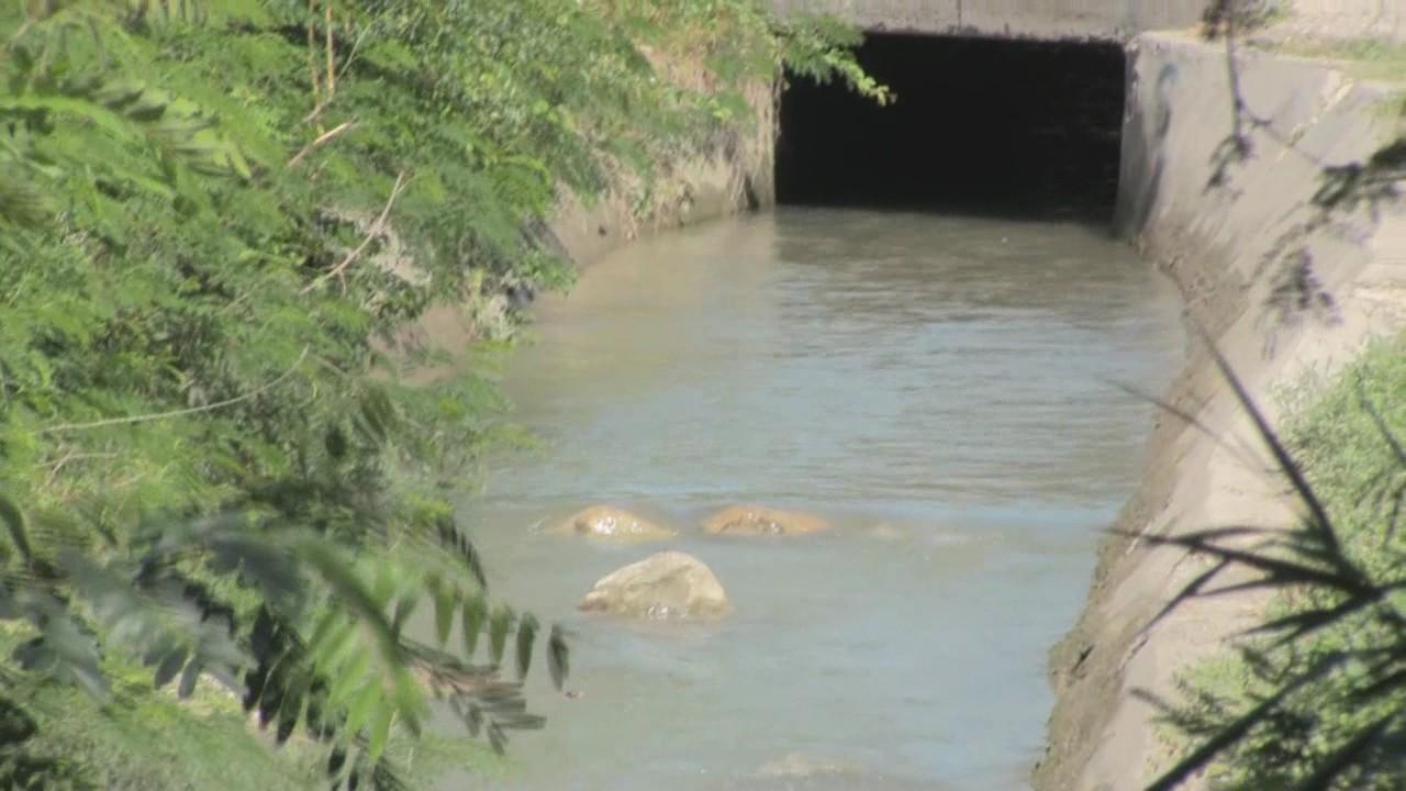 Niño muere ahogado al ser arrastrado por aguas de un canal en Azua