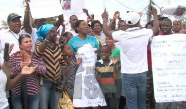 Residentes en La Victoria marchan exigiendo libertad de apresado