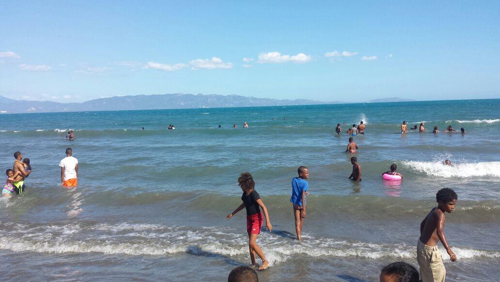 Desolada lucia la playa de Monterío en Azua