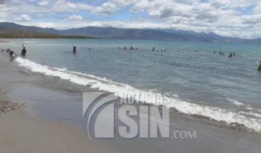 Poca presencia de bañistas en playa de Monte Río en Azua