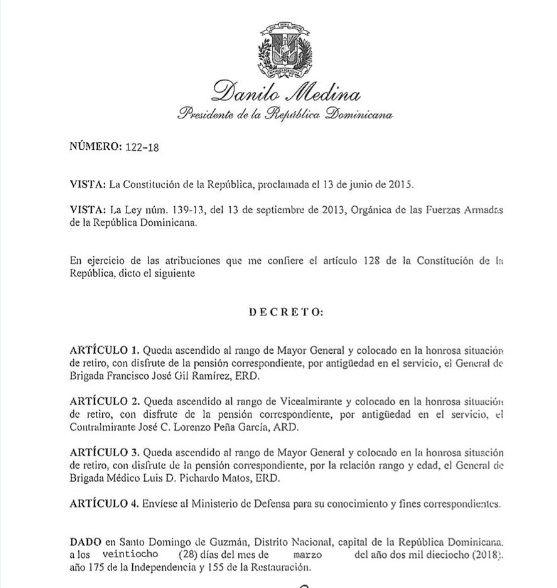 Presidente Medina asciende a militares del ERD