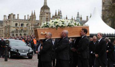 Amigos y familiares despiden a Hawking en un funeral privado