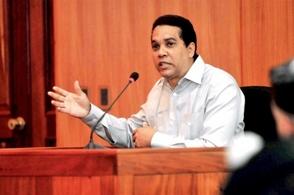 Juez envía a cirujano Edgar Contreras un año a prisión