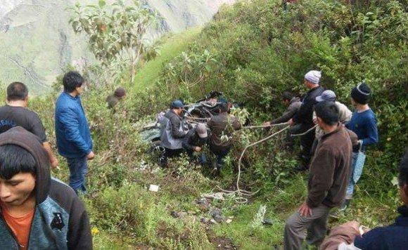 Caída de automóvil a abismo deja 5 muertos en la sierra norte de Perú