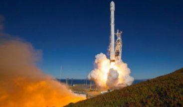 SpaceX lanza con éxito cohete con 10 satélites de telecomunicaciones