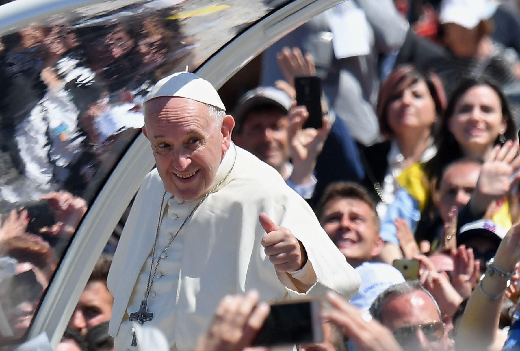 El papa invita a helado a 3.000 personas necesitadas para celebrar su santo