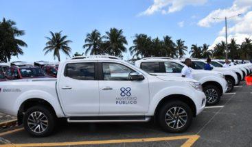 Procurador entrega vehículos a dependencias de la institución