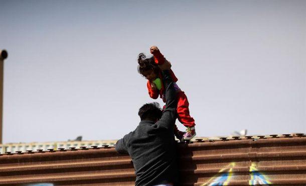 Trump sube la presión para que inmigrantes desistan de llegar al país