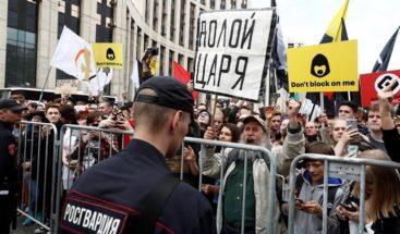 Miles de personas salen a las calles de Moscú por la libertad de internet