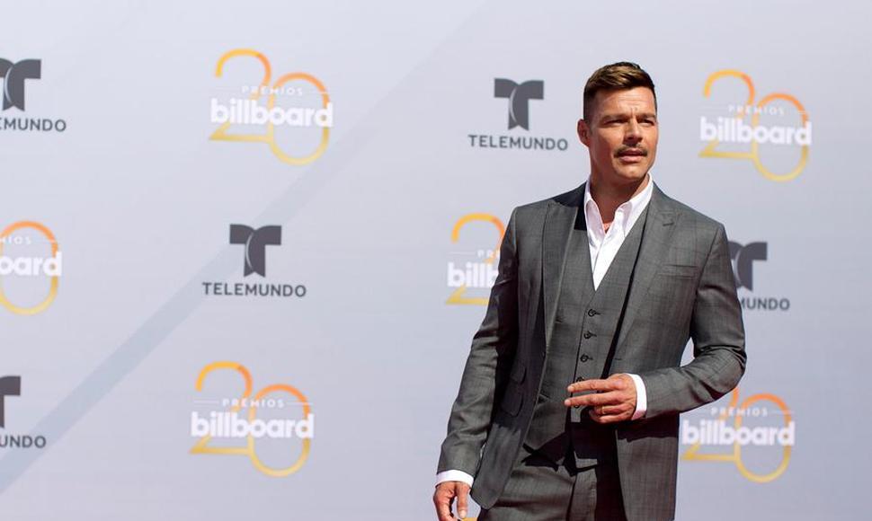 El brillo y glamour engalanan la alfombra roja de los Billboard latinos