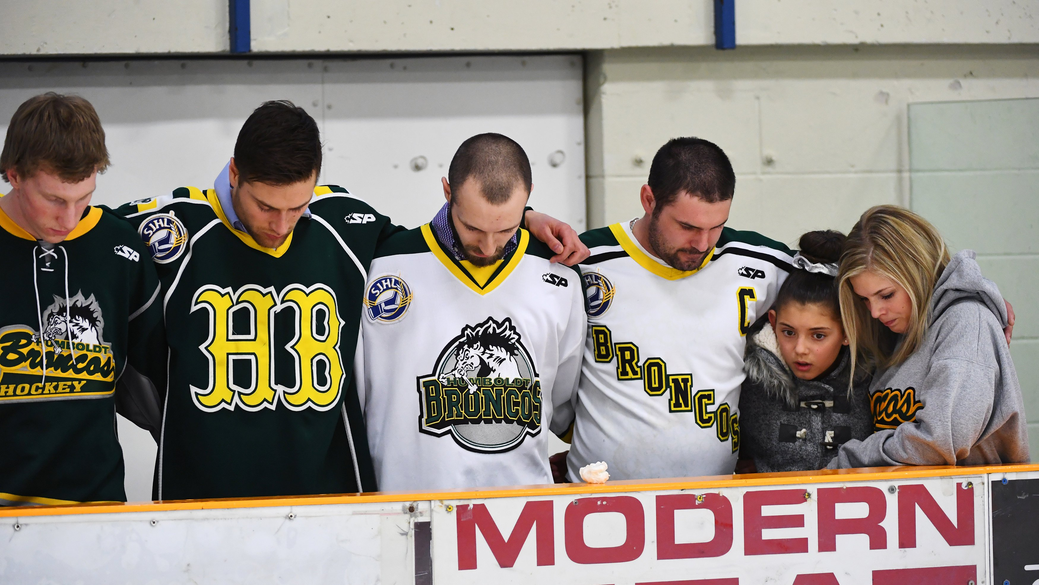 Aumenta a 16 los muertos en accidente de equipo canadiense de hockey