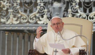 El papa aconseja prestar atención a la curiosidad de los jóvenes en internet
