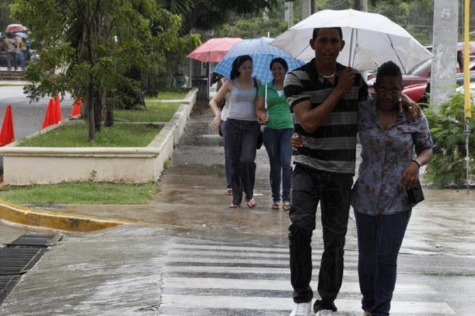 Onamet pronostica aguaceros dispersos; continúan los avisos y alertas