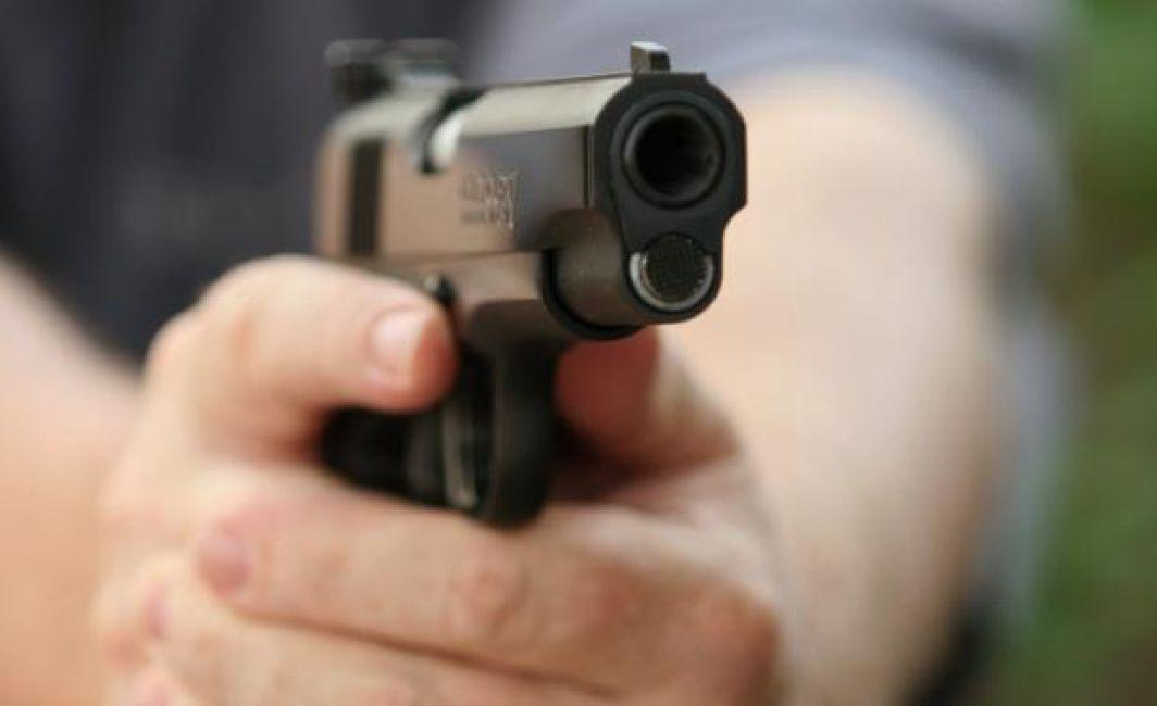 Juez de paz guatemalteco dispara contra su pareja y mata a tiros a su hermana
