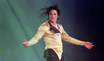 Subastan zapatos que Michael Jackson utilizó durante primer paso de 'moonwalk'