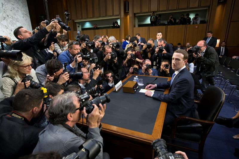 Zuckerberg asume ante el Senado de EEUU toda la culpa por filtración