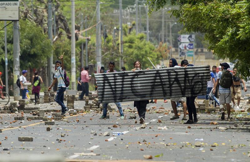 Nicaragua despliega militares en medio de crisis que deja diez muertos