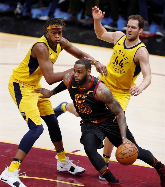 LeBron James pone a Cavaliers en semifinales
