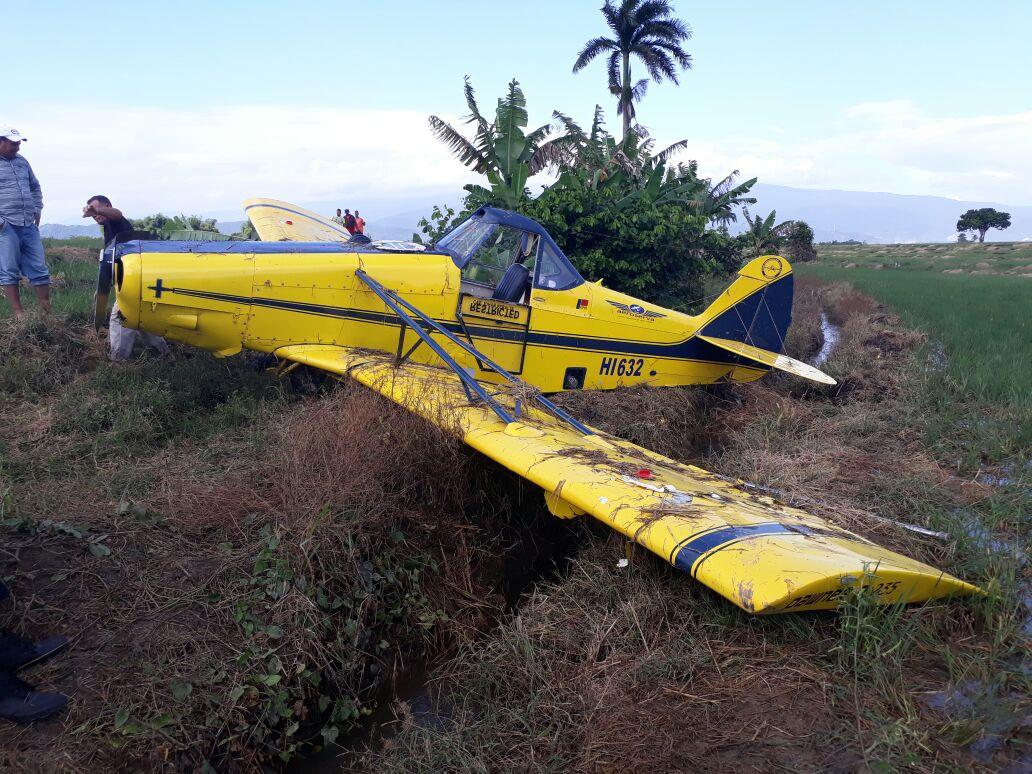 Estable piloto que se estrelló en los predios de una finca en la Vega