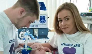 Los padres de Alfie Evans decidirán hoy con los médicos si trasladarle a casa
