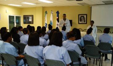 Instruyen estudiantes en prevención de muertes y lesiones por choques