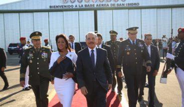 Presidente Medina sale hacia la Cumbre de las Américas en Perú