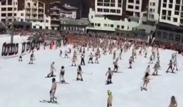 Miles de personas se desnudan en Rusia para entrar a récord Guinnes